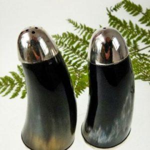 Horn-Hornmenage-Menage-aus-Horn-Salzstreuer-und-Pfefferstreuer-aus-Horn-Menage-Kunst-aus-Afrika-Kunsthandwerk_3